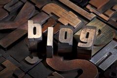 Blog scritto con il tipo antico dello scritto tipografico Fotografia Stock