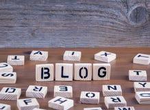 Blog von den hölzernen Buchstaben auf hölzernem Hintergrund Lizenzfreies Stockbild