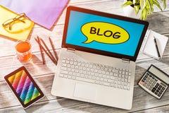 Blog Weblog-Medien-Digital-Wörterbuch-on-line-Konzept Stockbild