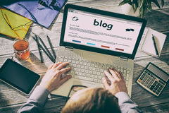 Blog Weblog-Medien-Digital-Wörterbuch-on-line-Konzept Stockbilder