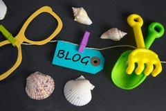 Blogaufschrift geschrieben auf Papiertag Stockbilder