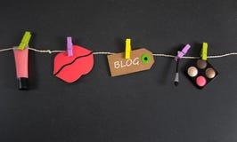 Blogaufschrift geschrieben auf Papiertag Stockbild