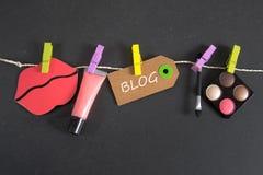 Blogaufschrift geschrieben auf Papiertag Lizenzfreie Stockfotografie