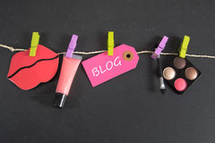 Blogaufschrift geschrieben auf Papiertag Lizenzfreie Stockbilder