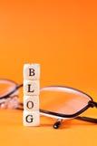 Blogbeschriftung mit Gläsern Lizenzfreies Stockfoto