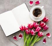 Blogger ή freelancer χώρος εργασίας στοκ εικόνες