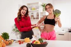 Blogger-Mädchen auf der Fernsehshow Stockfoto