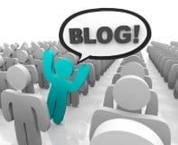Blogger que se coloca hacia fuera en una muchedumbre ilustración del vector