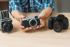 Blogger reasoning about photo equipment Stock Images