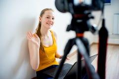 Blogger video femenino Imágenes de archivo libres de regalías