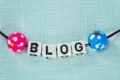 Blogging Konzept - Zeichen auf blauem Gewebe Lizenzfreie Stockfotografie