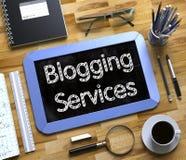 Blogging Services an der kleinen Tafel 3d Lizenzfreies Stockbild