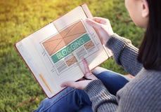 Blogging socialt massmedia för blogg som knyter kontakt internet som förbinder Concep Royaltyfria Foton