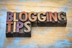 Blogging Tipps in der Briefbeschwererholzart Stockfotos