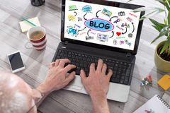 Blogkonzept auf einem Laptopschirm Stockbild