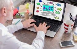 Blogkonzept auf einem Laptopschirm Lizenzfreie Stockfotografie