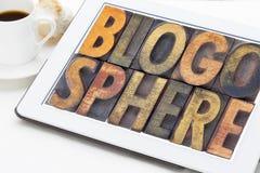 Blogospherewortzusammenfassung auf Tablette Stockfotos