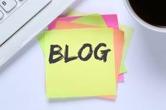Blogschreiben Bloggeron-line-Konzept-Bürocomputerinternet-DES Stockfotografie