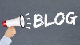 Blogschreiben Bloggeron-line-Konzeptmegaphon Stockbilder