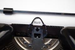 Blogtekst op retro schrijfmachine Stock Foto