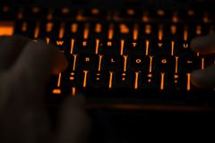 Blogtext auf belichteter Computertastatur Lizenzfreie Stockfotografie