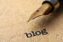 Blogue e pena Imagens de Stock