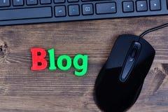 Blogwort auf Tabelle Stockbilder