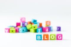 Blogwort buchstabiert mit Holzklötzen Lizenzfreie Stockfotografie