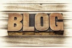 Blogwort in der Briefbeschwererholzart Stockfoto