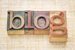 Blogwort in der hölzernen Art Druckstöcke des Briefbeschwerers Stockfoto