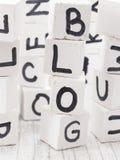 Blogwort gemacht von den hölzernen Buchstaben Stockbilder