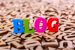 Blogwort gemacht von den hölzernen Buchstaben Lizenzfreies Stockbild