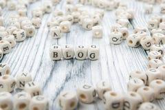 Blogwort geschrieben auf hölzernen Block Hölzernes ABC Lizenzfreie Stockfotos
