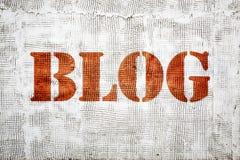 Blogwortgraffiti auf Gipswand Stockbilder