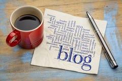 Blogwortwolke auf Serviette mit Kaffee Lizenzfreie Stockfotos