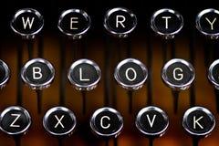 Blogzeichen auf einer alten Schreibmaschinentastatur Stockbilder