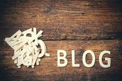 Blogzeichen geschrieben mit hölzernen Buchstaben Lizenzfreie Stockbilder