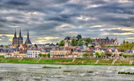 Взгляд старого городка Blois и Луары - Франции стоковые изображения rf