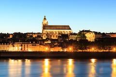 Blois-Stadt mit der Kathedrale von St. Louis im Hintergrund von Stockfotografie
