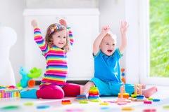 bloków dzieciaków bawić się drewniany obraz stock