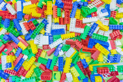 blok cegły ostrzą ostrość odizolowywającą blisko plastikowego selekcyjnego zabawkarskiego biel Obraz Stock