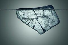 Blok lód z podwodnym widokiem z ścinek ścieżką Obrazy Stock