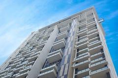 Blok mieszkalny nowożytny i elegancki żywy blok mieszkalny Obrazy Stock
