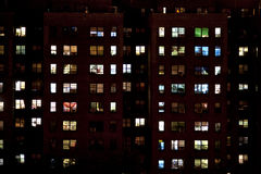 Blok mieszkalny przy noc Obrazy Stock