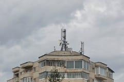Blok mieszkalny z anteną Zdjęcie Stock