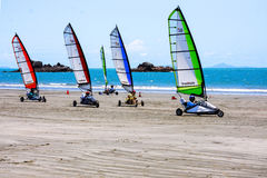 Blokart emballant sur la plage Photo stock