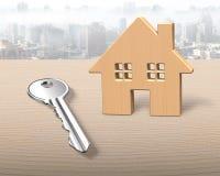 Blokhuis en zilveren sleutel Royalty-vrije Stock Fotografie