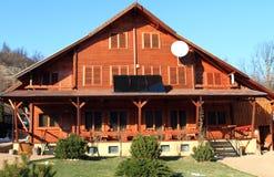Blokhuis met zonnepanelen Royalty-vrije Stock Afbeelding