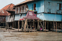 Blokhuis op stapels in Palembang, Sumatra, Indonesië Stock Foto's