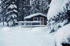 Blokhuis in sneeuw Royalty-vrije Stock Foto